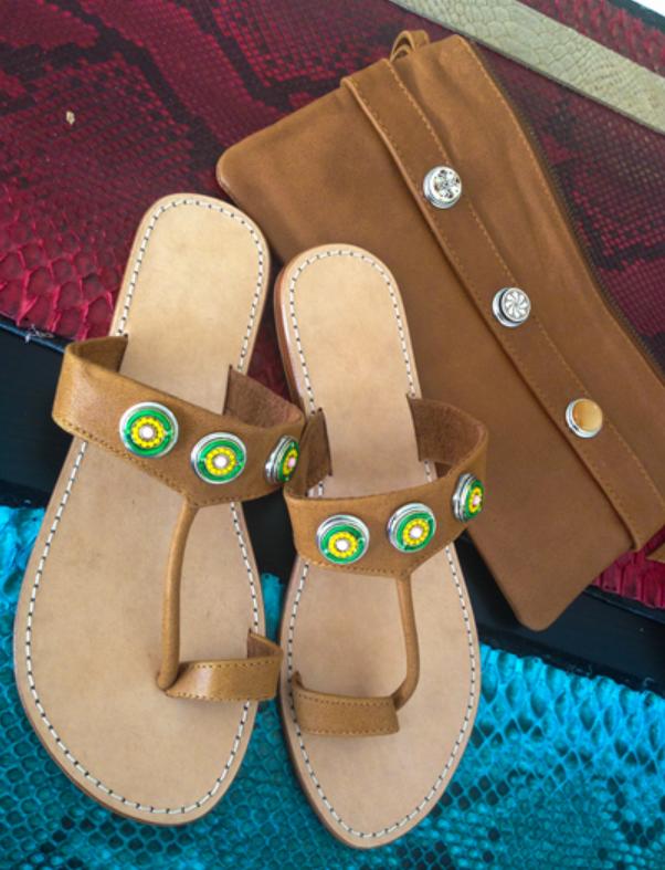 combinacion sandalias y bolso