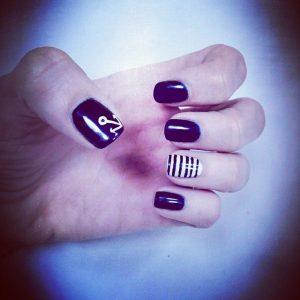 Nueva #manicuranavy #fashionnails #nails #nadiecomomama #mamafashion #mamachic ¿Te gusta?