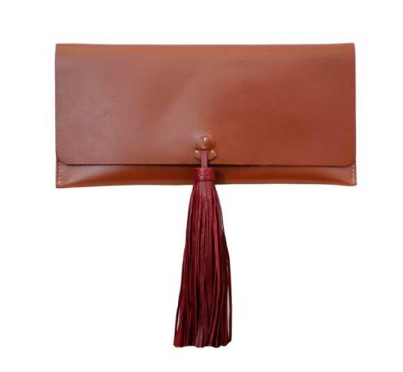 bolso combinado con sandalias cuple
